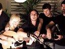 【Youtube奇趣精选】神配合!一把吉他五人演奏!